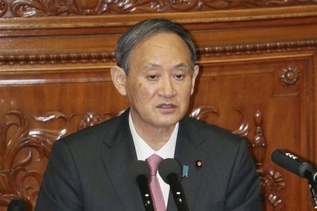 스가 일본 총리, 지지율 30%대로 추락…코로나19 대응 부실