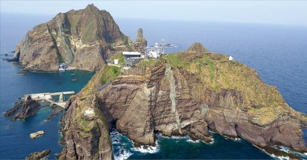 울릉도와 독도는 모자(母子)섬이다. 우산국은 이들 섬과 주변 해역을 영토로 삼았다. 독도는 삼국시대 이전부터 우리의 역사적 영토였다는 얘기다. 사진은 독도 모습.  한경 DB