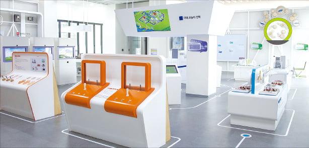 1층 친환경 에너지 전시 체험관 '에코 롱롱 큐브'