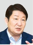 """권영진 대구시장 """"K방역 위기…수도권 거리두기 3단계로 올려야"""""""