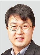 """""""주례사 칭찬처럼 뻔한 서평 그만…베스트셀러에 '메스' 댑니다"""""""
