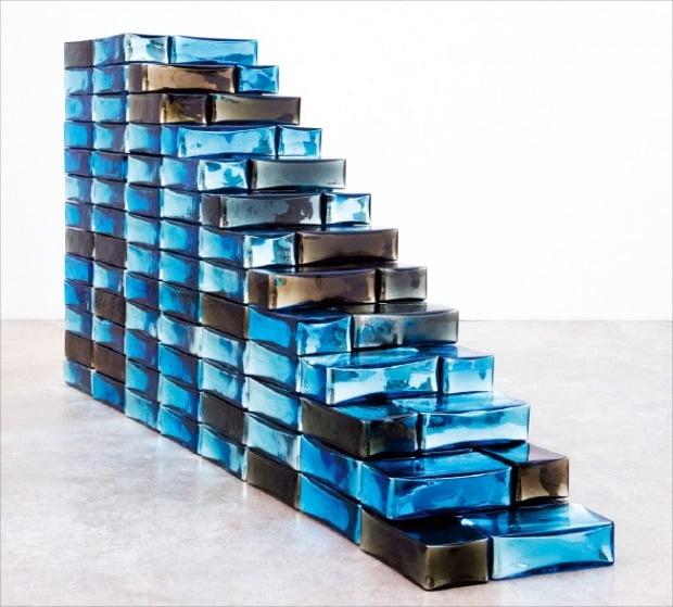 서울 소격동 국제갤러리에 전시된 장 미셸 오토니엘의 '천국으로 가는 계단'. 국제갤러리 제공