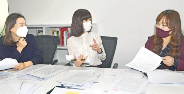 권남희 번역가(왼쪽부터), 정은숙 마음산책 대표, 정여울 문학평론가