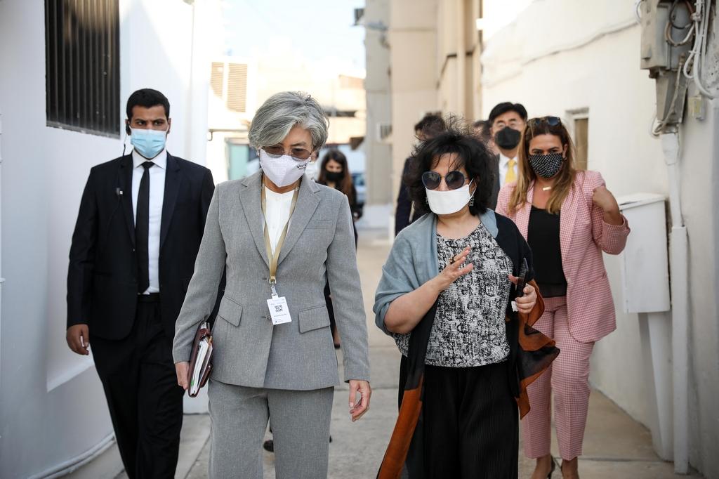 바레인 방문 강경화, 중동 주요국 장관과 연이어 회담