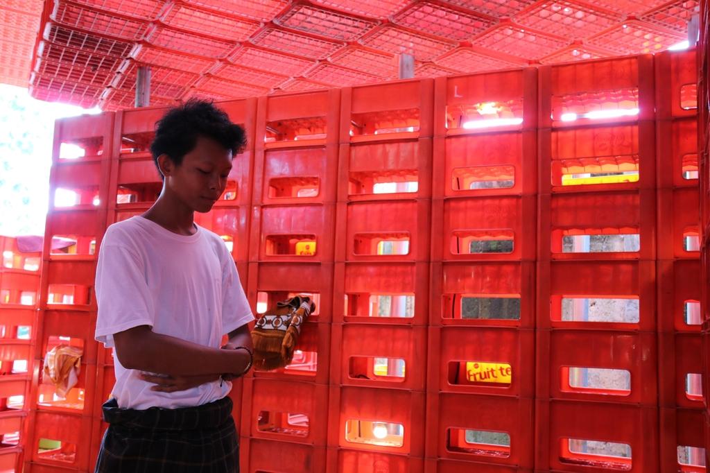 [잘란잘란] 플라스틱 음료 상자 1천개로 만든 이슬람 예배당