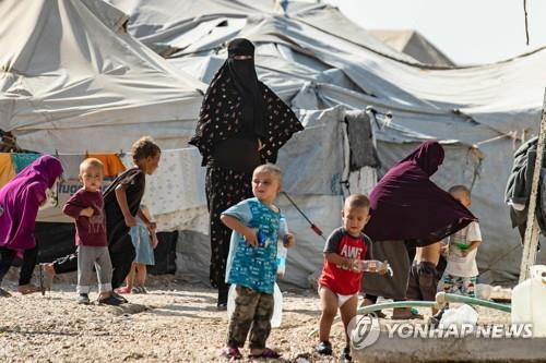독일·핀란드, 시리아서 IS 연루 여성·아이 20여명 귀국시켜