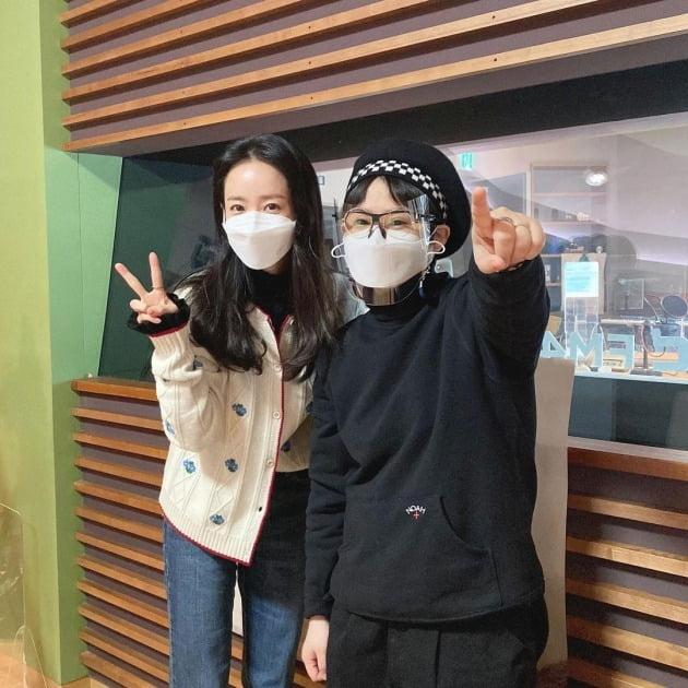 한지민이 '정오의 희망곡'에 출연했다. / 사진='정오의 희망곡' 인스타그램
