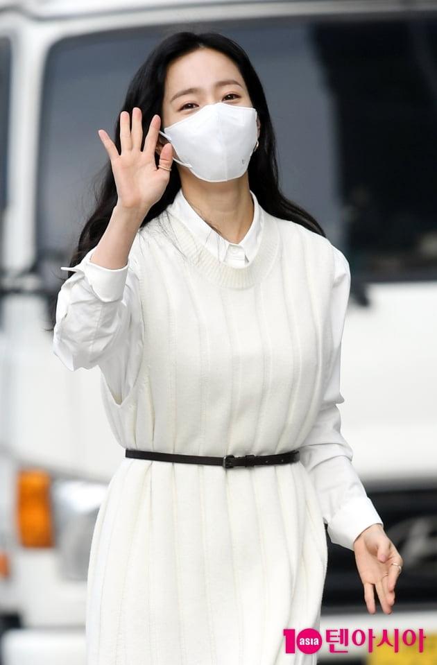 [TEN 포토] 한지민 '손 흔드는 인형'