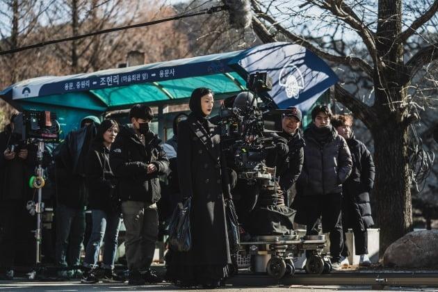 영화 '콜' 촬영 현장의 이엘 / 사진제공=넷플릭스