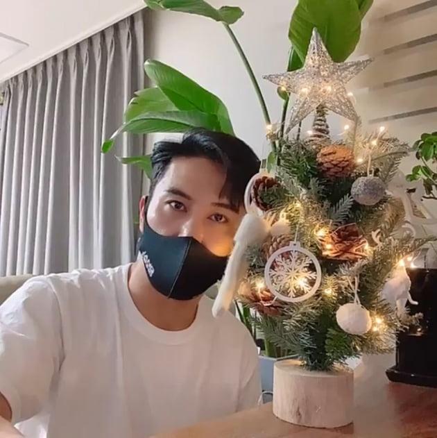 """장민호 """"메리 크리스마스""""…조각상 비주얼에 '심쿵'"""