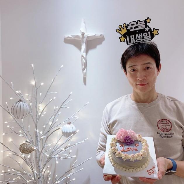 """최수종, ♥하희라 닮은 딸이 만들어준 생일 케이크에 """"감사"""""""