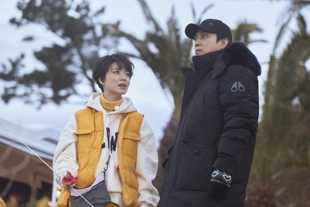 '갬성캠핑' 안영미(왼쪽)와 은지원/ 사진=JTBC 제공