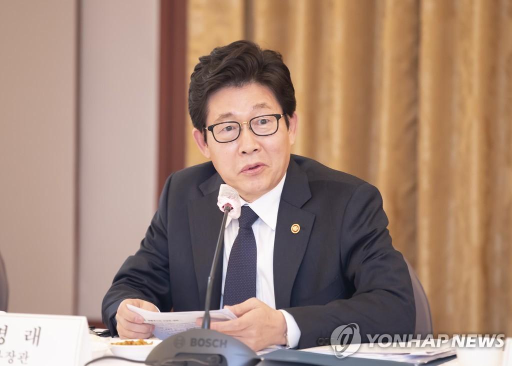 """[신년사] 조명래 환경부 장관 """"탄소중립 대전환의 성패 가르는 중요한 해"""""""