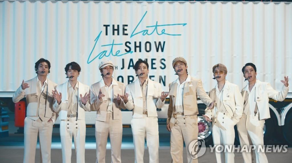 BTS, 빌보드 3개 주요차트 동시석권…그룹으론 사상 최초