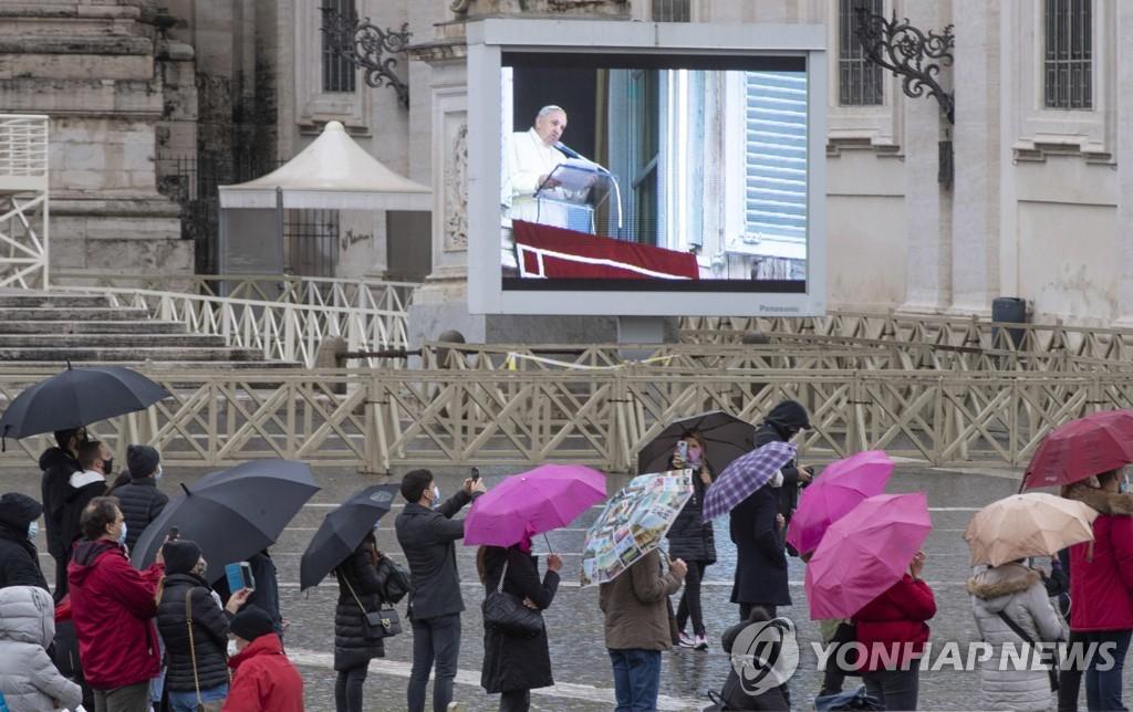 """교황 """"팬데믹이 성탄절 희망의 빛 끌 수 없어"""""""