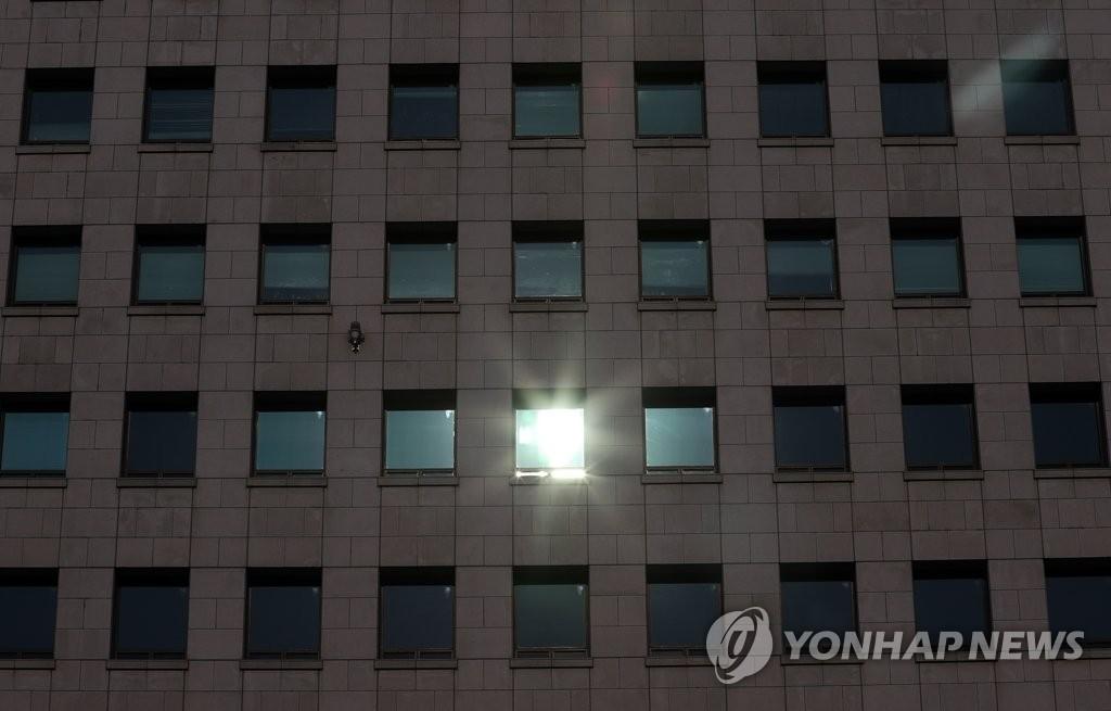 징계위 전초전…尹, 대검 감찰부 흔들며 秋 압박 공세