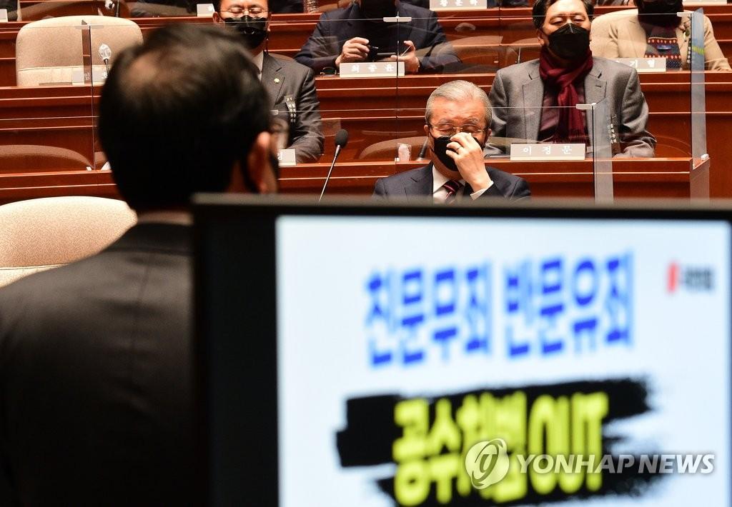 다시 '탄핵의 강' 대치…김종인, 사과 강행 배수진(종합)