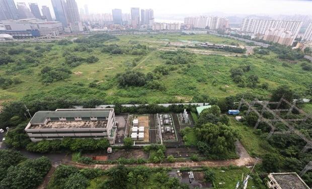 정부가 주택공급 확대 방안의 일환으로 개발하기로 한 서울 용산정비창 일대의 모습. 연합뉴스