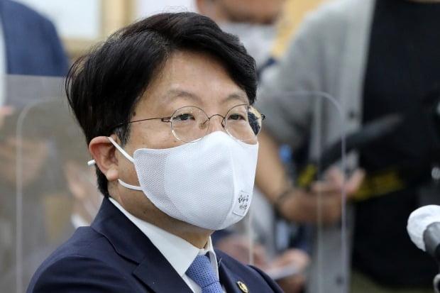 """고기영 법무부 차관이 """"최근 일련의 사태에 책임을 통감한다""""며 사표를 제출한 것으로 알려졌다. /사진=연합뉴스"""
