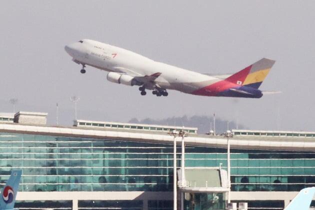 1일 법원이 KCGI(강성부펀드)가 한진칼을 상대로 낸  '신주발행금지 가처분' 신청을 기각하면서 대한항공 아시아나항공 통합이 급물살을 타게됐다. 사진=연합뉴스