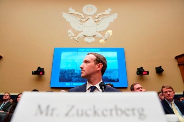 미국 정부가 9일(현지시간) 페이스북을 상대로 반독점 소송을 제기했다. 마크 저커버그 페이스북 최고경영자(CEO)가 2018년 4월 미 하원 청문회에 출석해 증언하고 있다. AP연합뉴스