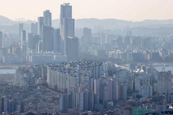 남산에서 바라본 서울 시내와 여의도 일대의 모습. 연합뉴스