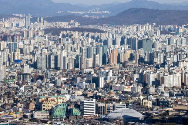 남산에서 바라본 서울 시내 모습. /연합뉴스
