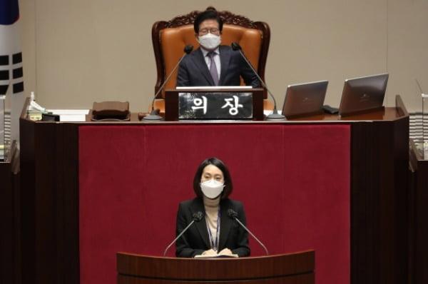 장혜영 정의당 의원이 지난 9일 서울 여의도 국회에서 열린 본회의에서 공직선거법 일부개정법률안에 대한 반대토론을 하고 있다. /사진=뉴스1