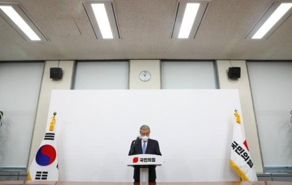 김종인 국민의힘 비대위원장이 15일 오전 서울 여의도 국회에서 대국민사과를 하고 있다. /사진=뉴스1