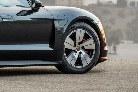 배터리 이어 전기차 타이어도 뜬다...고속 질주하는 'K-타이어'