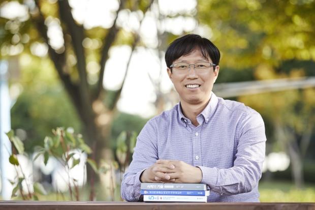 '책 속에서 길을 찾는다' 100일에 100권 읽기 도전한 삼성SDI 독서왕 엄주식 프로