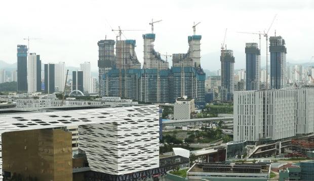 세종시 밀마루 전망대에서 바라본 세종시 아파트 건설 현장 [사진=연합뉴스]