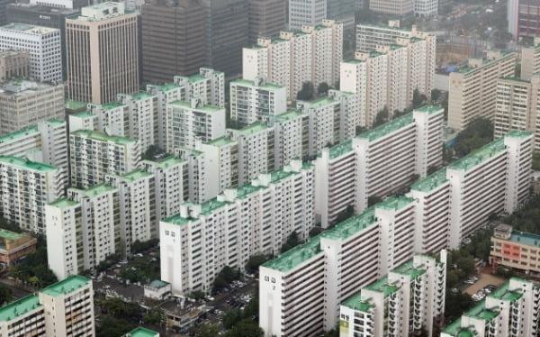 지난해 8월 서울 63아트에서 바라본 여의도 일대 구축 아파트 모습. /사진=연합뉴스