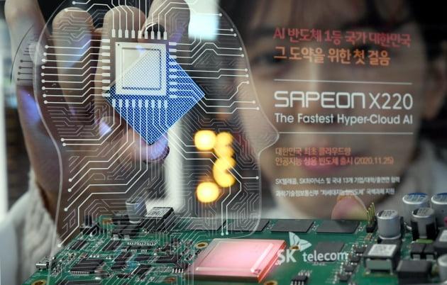 """기업 49% """"AI가 사람 대체할 것""""…한국 기술 수준은 '69점'"""