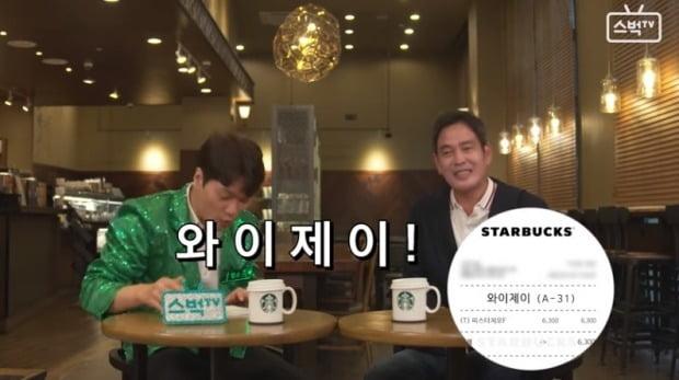 정용진 부회장은 지난달 1일에는 스타벅스 공식 유튜브 채널에 등장해 한국 1호 매장 운영 21주년을 축하하는 인터뷰를 진행했다./사진=스벅TV 캡처