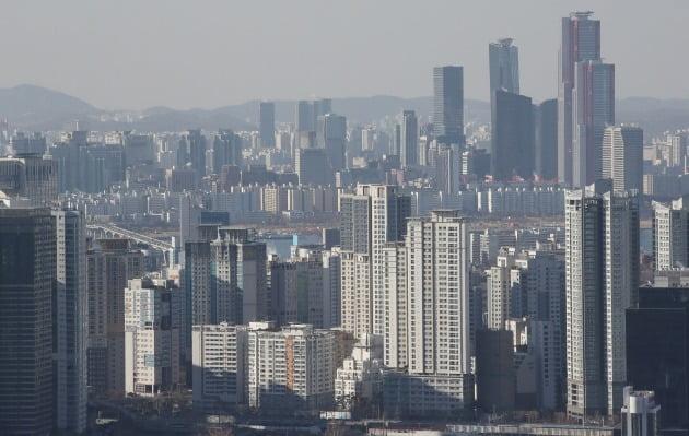서울 아파트 중위 전셋값이 새 임대차법 시행 5개월 만에 1억원 가량 오른 것으로 나타났다. 사진=연합뉴스
