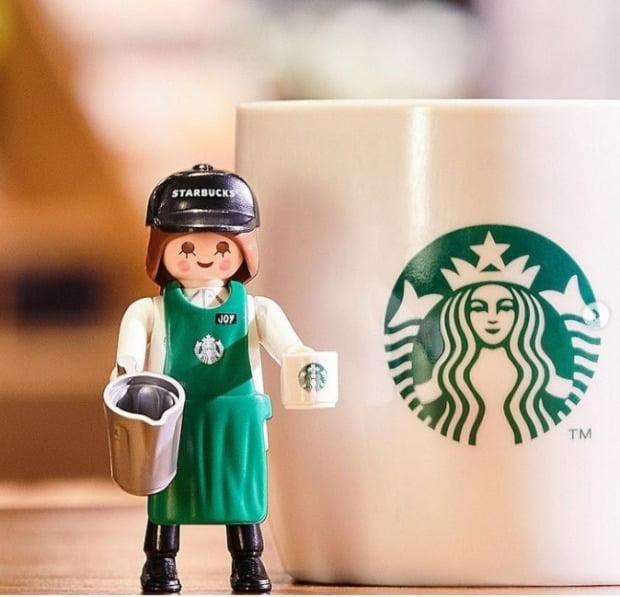 7일 스타벅스는 사회관계망서비스(SNS)를 통해 미션음료 한 잔당 피규어1개를 한정판매하는 이벤트를 실시한다는 소식을 알렸다./사진=스타벅스코리아 SNS캡처