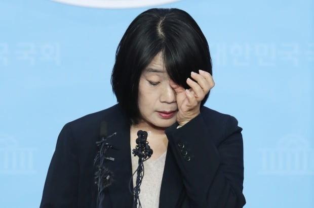 """'위안부 후원금 횡령 의혹' 윤미향 """"인권과 평화 위해 노력하겠다"""""""