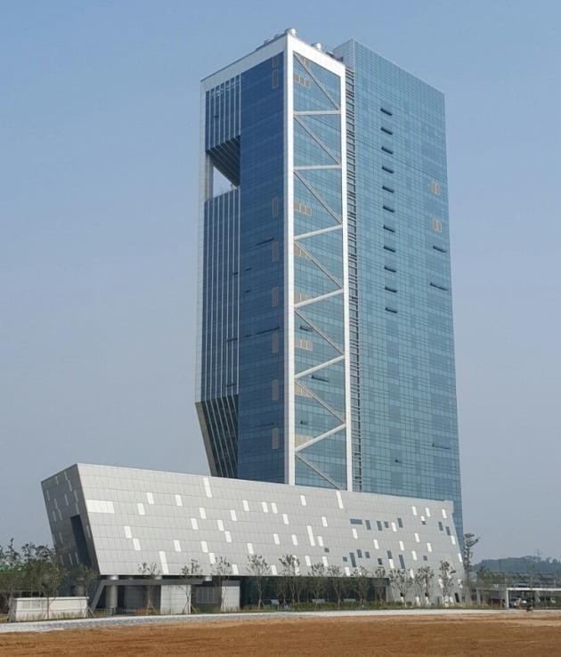 인천 청라국제도시에 있는 로봇타워 전경. 인천TP제공