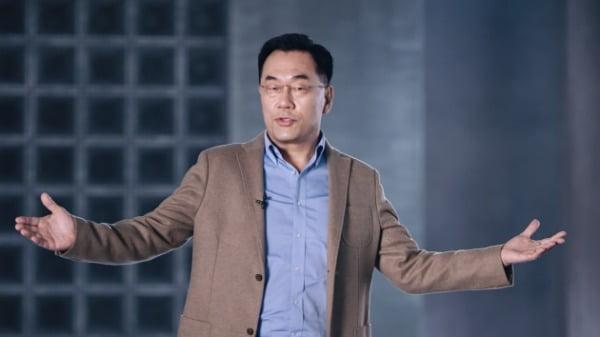 강인엽 삼성전자 사장(시스템LSI 사업부장)이 '엑시노스 2100'을 소개하고 있다/사진제공=삼성전자
