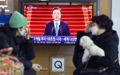 """文 지지율 추락 주범은…""""부메랑 맞은 셈"""""""