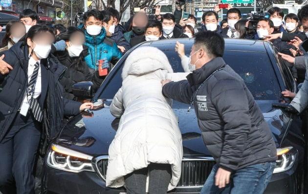 항의하는 시민들 [사진=연합뉴스]