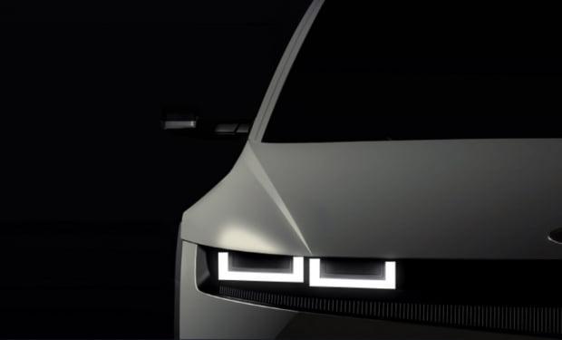 아이오닉5 티저 공개. 현대차는 아이오닉5의 사이드 미러를 카메라로 대체했다. 사진 = 현대차