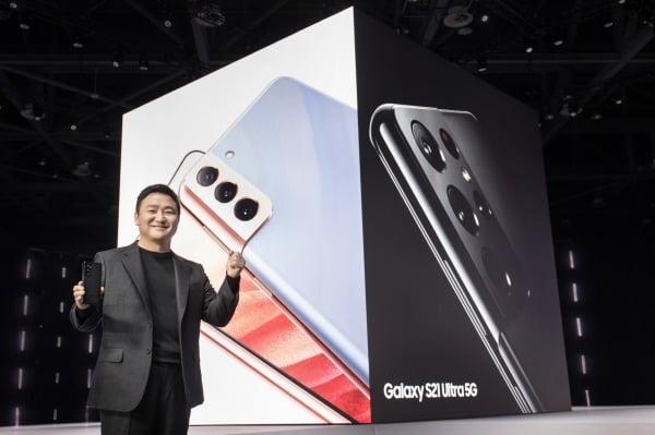 15일 온라인으로 열린 삼성 '갤럭시 언팩 2021'에서 노태문 삼성전자 무선사업부장 사장이 '갤럭시 S21' 시리즈를 소개하는 모습. /사진제공=삼성전자
