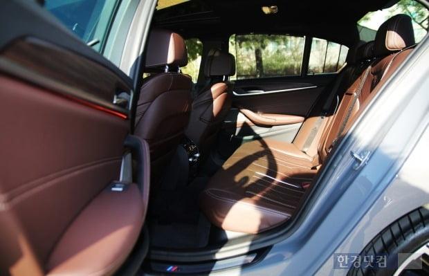 BMW 540i X 드라이브 뒷좌석 모습. 사진=오세성 한경닷컴 기자