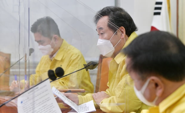이낙연 더불어민주당 대표가 15일 국회에서 열린 최고위원회의에서 발언하고 있다. 사진=연합뉴스