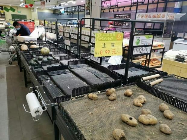 중국 허베이성 옌자오의 한 마트에서 식자재가 동이 났다. 사진=현지 제보