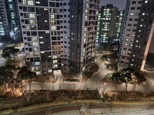 삼성 '갤럭시S21 울트라'로 오후 10시에 촬영한 야경 사진/사진=배성수 한경닷컴 기자