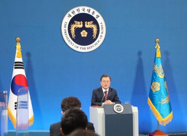 문재인 대통령이 18일 청와대 춘추관에서 열린 신년 기자회견에 참석해 발언하고 있다. 2021.1.18 [사진=연합뉴스]