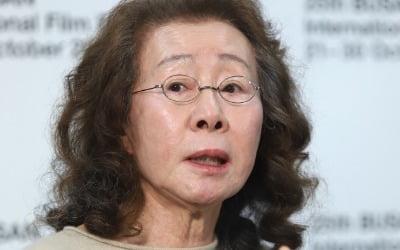 美 사로잡은 韓 할머니 윤여정, 13관왕